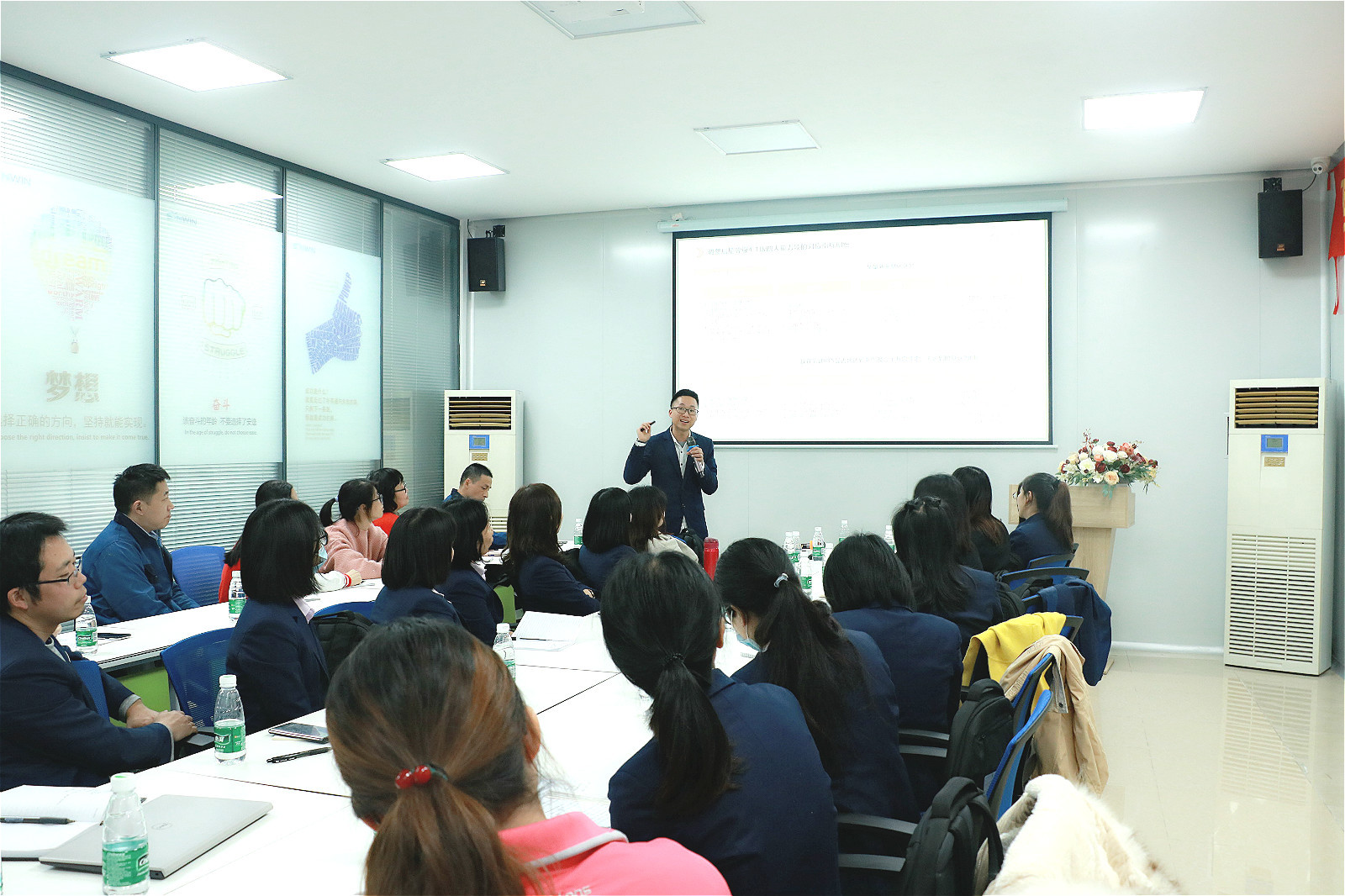 news-RAYSON SYNWIN Company Held a Sales Incentive Meeting-Rayson Mattress-img-1